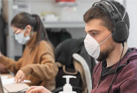 Coronavirus | A fost inventată masca ce se dezinfectează cu ajutorul telefonului mobil