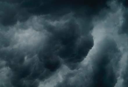 ANM: Cod portocaliu de furtuni în peste jumătate din ţară, până marţi dimineaţa. Care sunt zonele afectate
