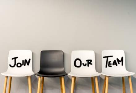 Sondaj BestJobs: Unul din trei angajatori continuă recrutările la fel ca înainte de epidemie