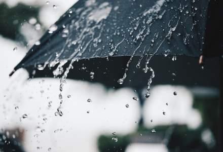 Cod portocaliu de ploi torențiale în București: averismentul dat de ANM