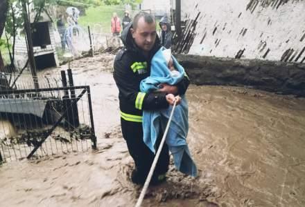 FOTO Inundații grave în toată țara: trei persoane au murit, o fetiță a fost luată de viitură