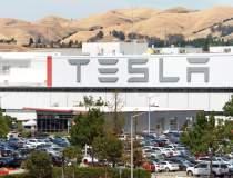 Tesla a concediat doi...