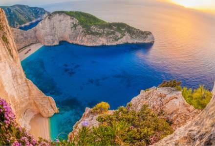 Cod de bare pentru vacanța în Grecia. Cum completăm noul formular, cum suntem testați și cât stăm în izolare