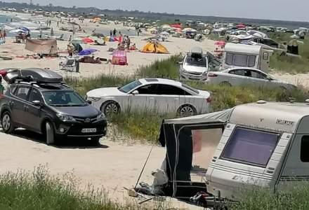 Mii de turiști și sute de mașini în weekend pe plajele sălbatice de la Vadu, Corbu și Capul Midia