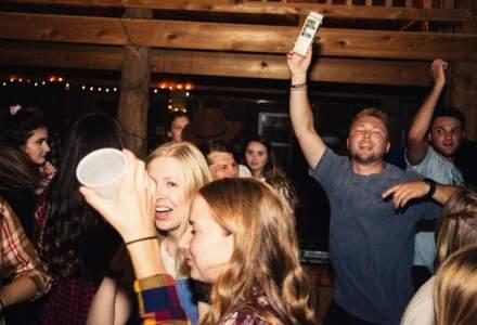 Studenții din Statele Unite organizau petreceri pentru a răspândi Covid-19. Primul infectat primea bani