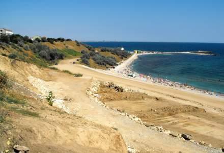Nereguli găsite de inspectorii de la Protecția Consumatorului pe plaja din Tuzla: zone insalubre și construcţii ilegale
