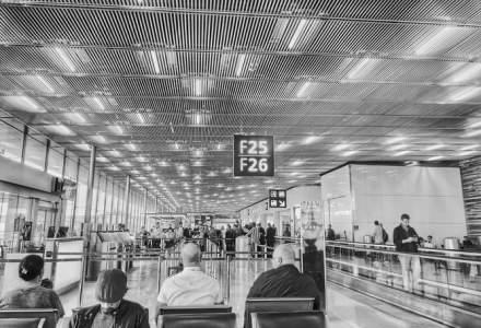 Franţa va introduce teste 'sistematice' pe aeroporturi pentru călătorii din ţările 'roşii'