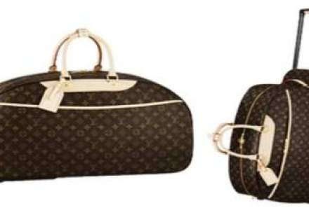 O hala care imita o valiza Louis Vuitton a incins spiritele la Moscova