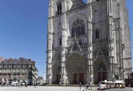 ULTIMA ORĂ! Incendiu puternic la Catedrala Nantes din Franța
