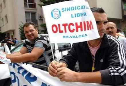 """PROTESTE la Oltchim: """"Avem de recuperat salarii restante pe doua luni si jumatate"""""""