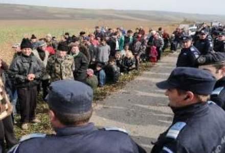 Jandarmii au intervenit DIN NOU la Pungesti. Localnicii blocheaza accesul masinilor Chevron