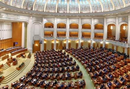 """""""Fără penali în funcții publice"""" intră în dezbatere în Comisia Juridică a Senatului"""