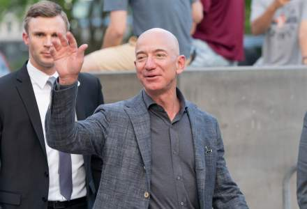 Bătălia Internetului care vine din cer: șeful Amazon merge în spațiu după Elon Musk
