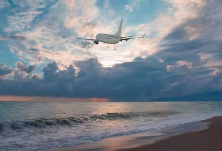 Doi pasageri s-au luat la bătaie în avion din cauză că nu voiau să poarte mască
