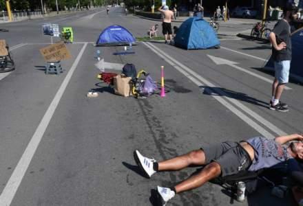 Proteste în Bulgaria: manifestanții au instalat baricade și au aruncat cu ouă și roșii în sediul guvernului