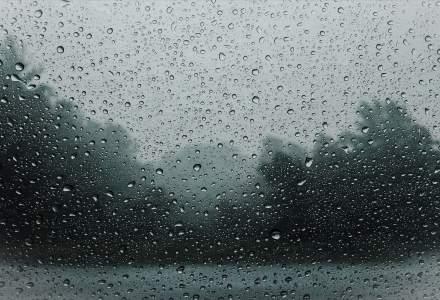 Cod galben de ploi torențiale și vijelii pentru jumătate din țară. În București va fi caniculă