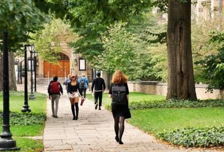Universitatea Yale, acuzată că îi discriminează pe asiatici şi albi la admitere