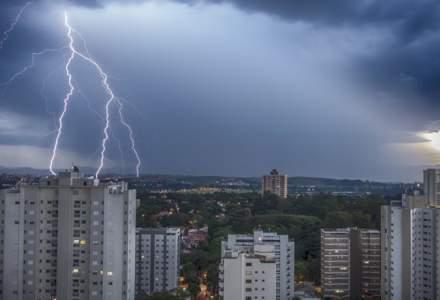 Avertizare meteo de vreme severă. Cod portocaliu și cod galben de furtuni în cea mai mare parte a țării
