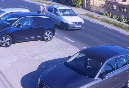 Imagini virale cu șoferul de Logan care a lovit intenționat un biciclist în Corbeanca