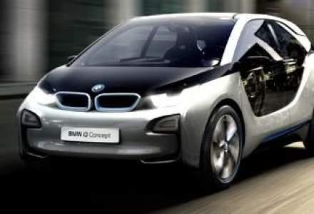 BMW a inventat masina care merge singura de-a latul