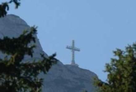 Record Guinness: Crucea Caraiman, cea mai inalta cruce din lume amplasata pe un varf montan