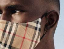 Burberry lansează o mască de...