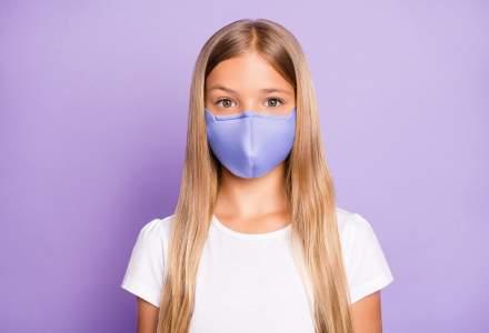 """De la ce vârstă ar trebui copiii să poarte mască de protecție """"ca adulții"""": recomandările OMS"""