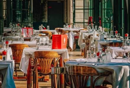 Guvernul britanic plătește jumătate din masa luată în restaurant