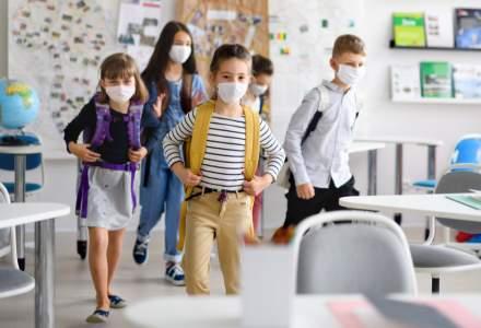 Angajații români care au copii vor ca anul școlar să se desfășoare normal, cu ore doar în sălile de clasă