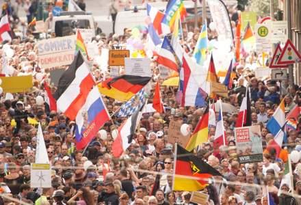 VIDEO Peste 18.000 de persoane au ieșit pe străzile din Berlin pentru a protesta față de măsurile anti-COVID