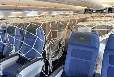 Companiile aeriene scot scaunele din avioanele de pasageri pentru a putea transporta marfă