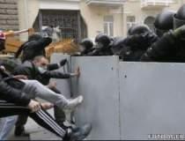 Protestele din Kiev iau o...