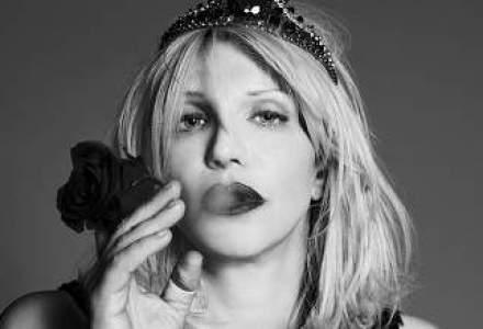 Courtney Love a castigat procesul in care era acuzata de defaimarea fostului sau avocat, pe Twitter