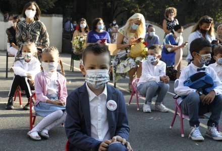 Prima zi de școală, în plină pandemie de COVID-19: Oportunități pentru educație și îmbrățișări interzise