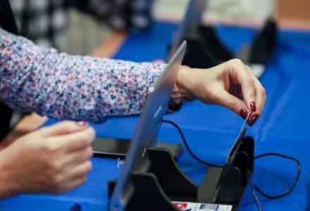 Alegeri locale 2020: Sancțiuni într-un județ pentru intrarea mai multor persoane în cabina de vot