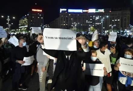 Angajații restaurantelor protestează în București. Patronii așteaptă 2.900 de persoane în Piața Victoriei