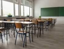 17 școli din București trec...