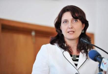 """Totul este copiat identic."" Stefania Duminica, secretar de stat in Educatie, acuzata de plagiat integral al unei lucrari din 2008"