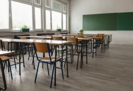 Crește de la o zi la alta numărul școlilor care se închid. Elevii din 654 de școli urmează cursuri exclusiv online