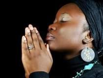 Pastorii din Ghana se roaga...
