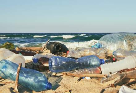 230.000 de tone de plastic sunt aruncate anual în Marea Mediterană