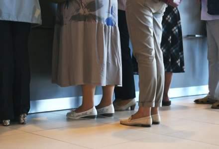 """O bancă din România anunță era """"Viața fără CA$H"""": nu vei mai putea merge cu numerar la ghișeu"""