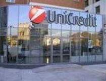 Fitch retrogradeaza Unicredit