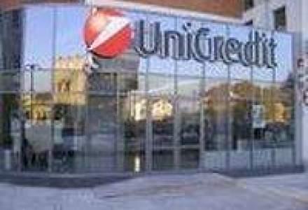 Fitch retrogradeaza Unicredit