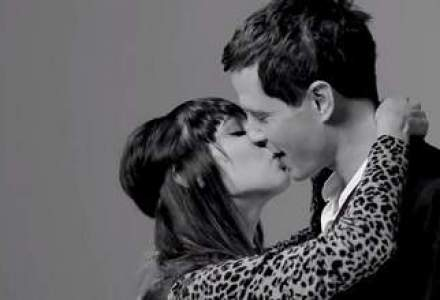 VIRAL: clipul in care persoane straine se saruta pentru prima data a sarit de 50 mil. vizualizari