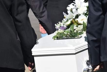 Olt: Amenzi de 3.000 de lei aplicate la o înmormântare cu 50 de participanţi