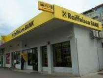 Raiffeisen Bank mizeaza pe un...