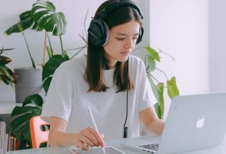 STUDIU: Oamenii muncesc mai mult atunci când lucrează de acasă