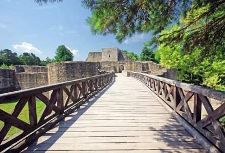 Cetatea de Scaun a Sucevei, aflata in restaurare, va fi inchisa vizitatorilor