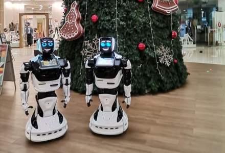 [FOTO] Cum arată roboții umanoizi care te întâmpină în mall
